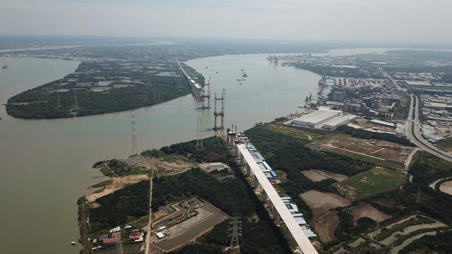 Cầu Bình Khánh của đường cao tốc Bến Lức - Long Thành nối huyện Nhà Bè với Cần Giờ đang được xây dựng