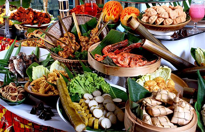 Gian hàng ẩm thực ba miền và quốc tế độc đáo