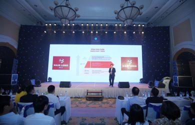 Ông Ngô Đình Hãn – Giám đốc kinh doanh Công ty Cổ phần đầu tư Nam Long giới thiệu dự án Waterpoint trước các đơn vị môi giới miền Bắc hôm 14/9.