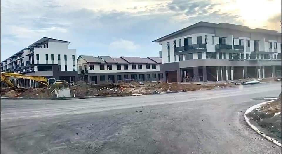 Khung cảnh khu biệt thự đang xây dựng