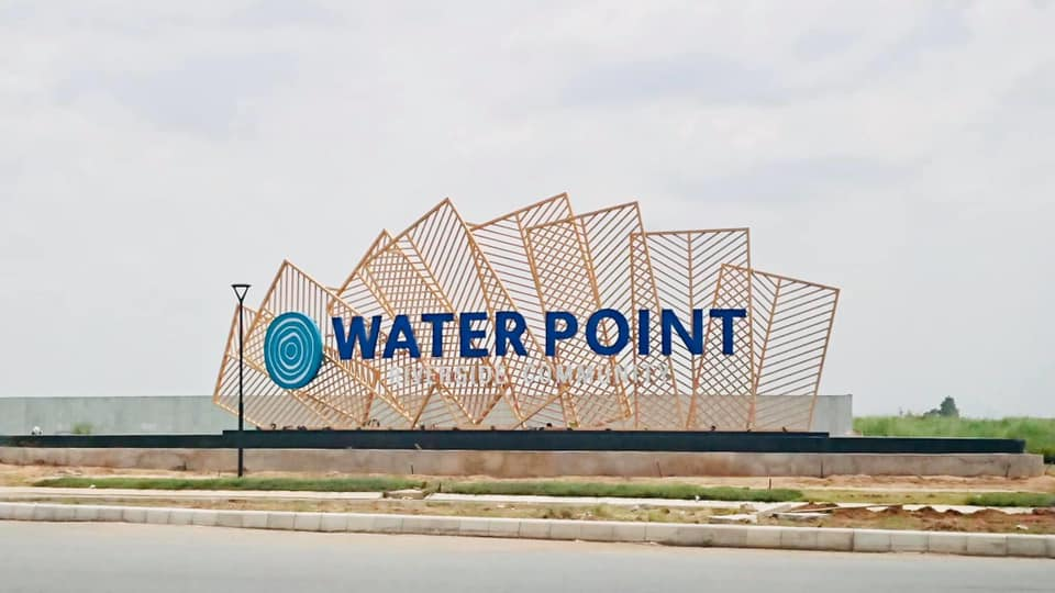 Phần Cổng chào dự án Waterpoint Nam Long đang dần được hoàn thiện
