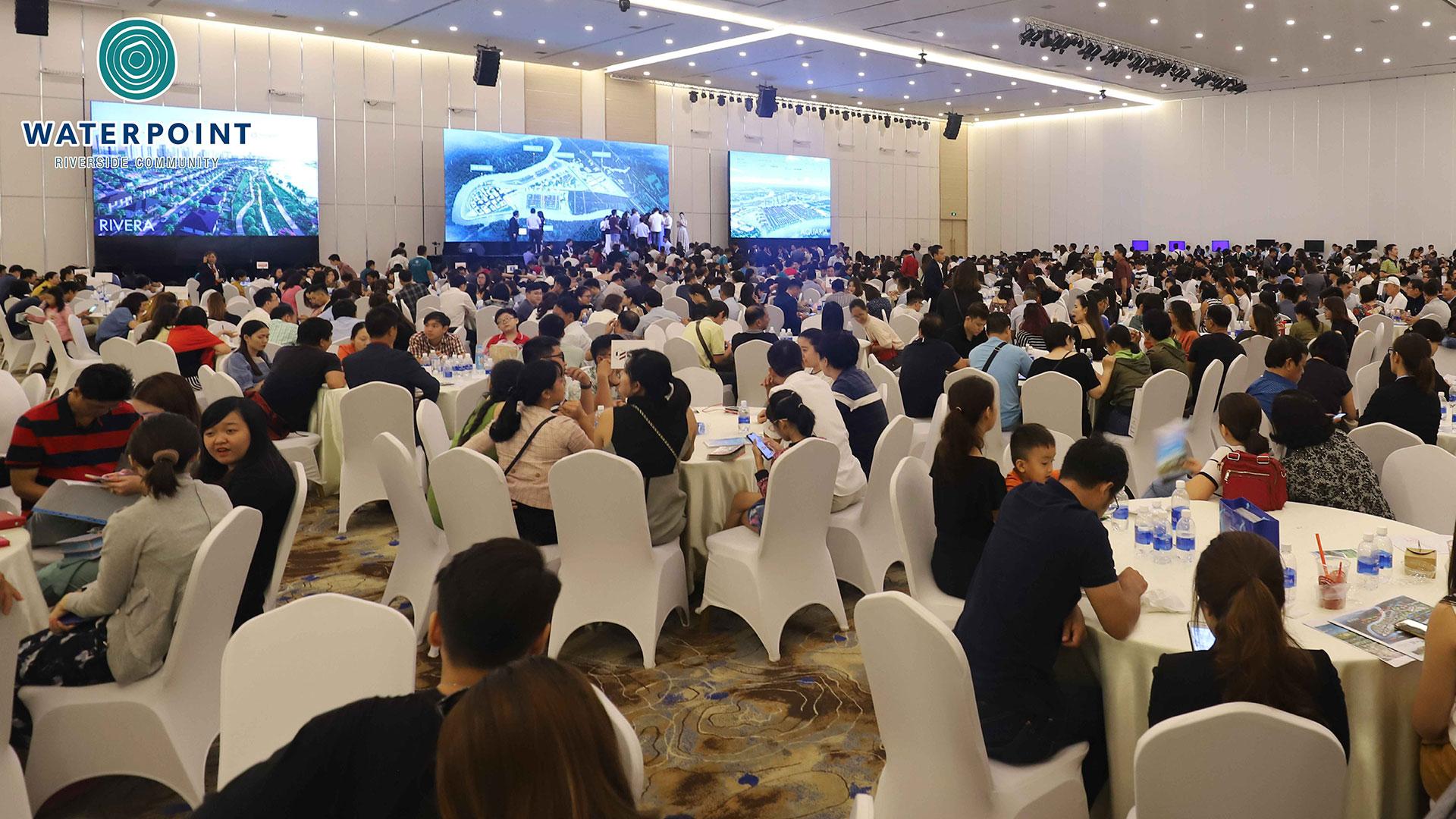 Hơn 200 khách hàng đã tham quan nhà mẫu Waterpoint cuối tuần