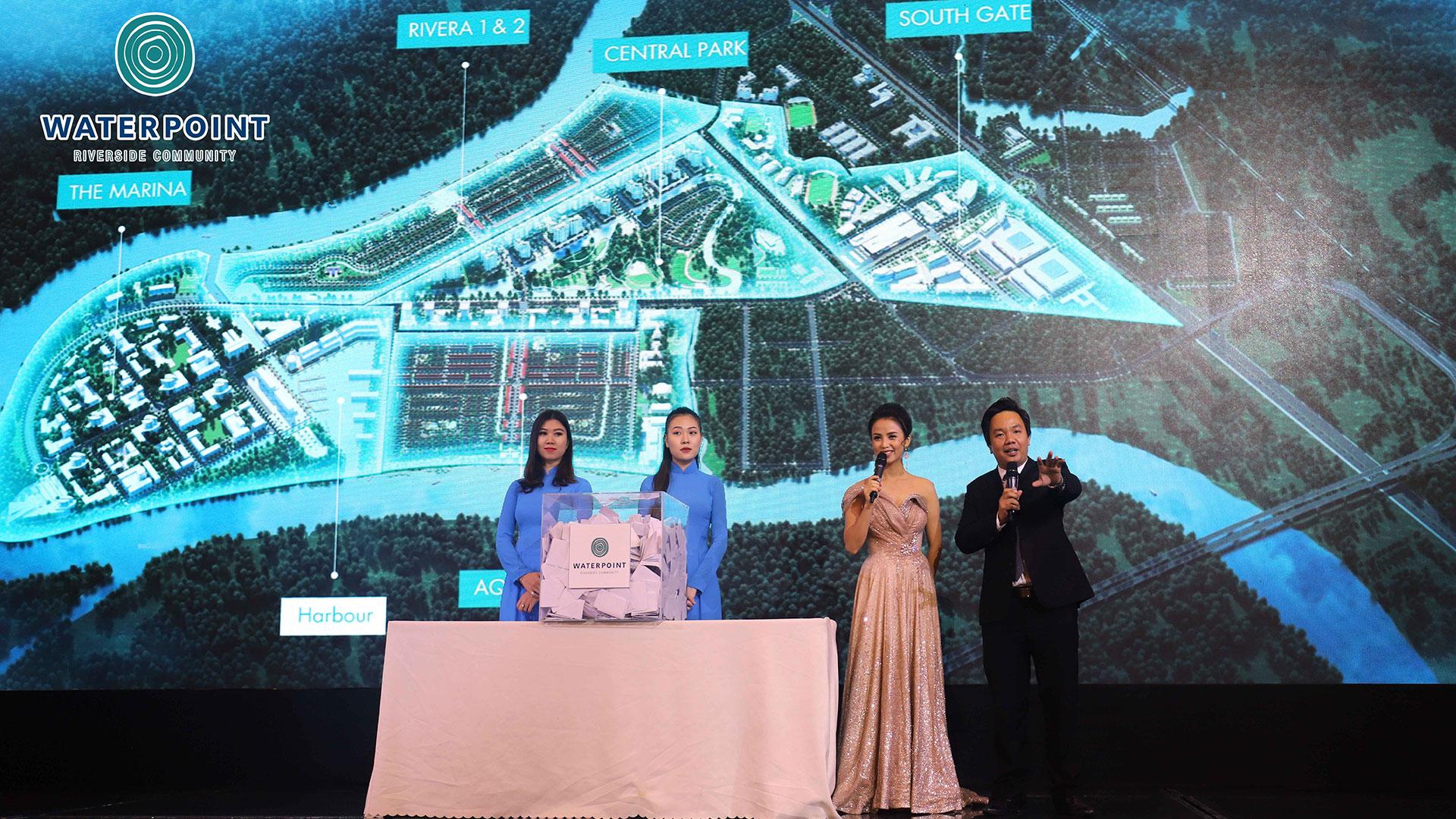 Nam Long tổ chức bốc thăm trúng thưởng cho khách tham dự lễ giới thiệu dự án
