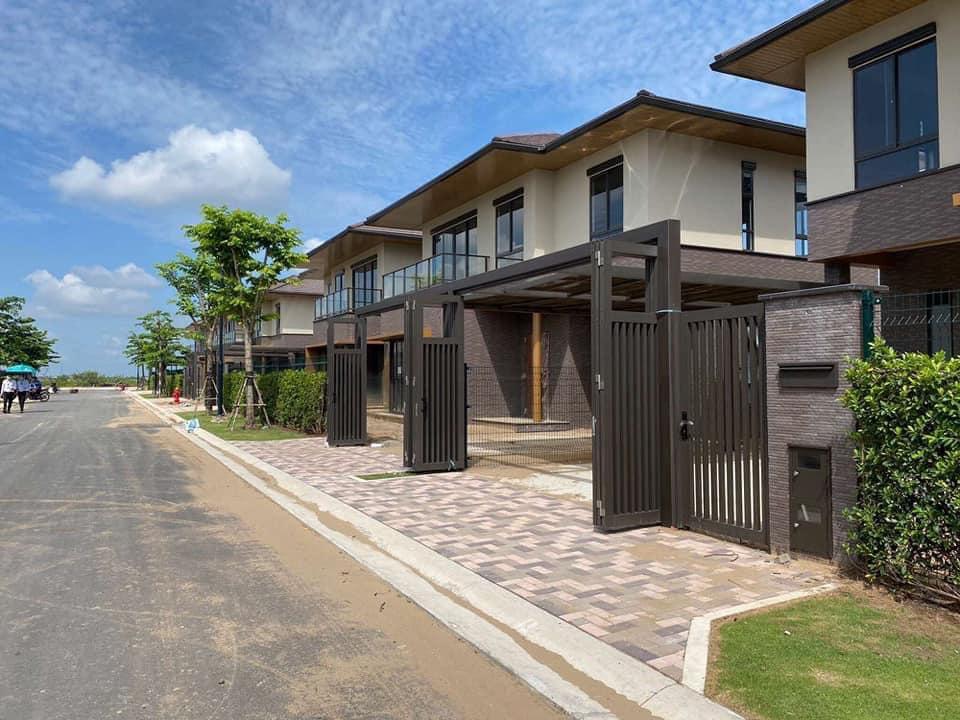 Các dãy nhà phố Waterpoint đươc hoàn thiện cảnh quan, sân vườn, hạ tầng kết cấu bên ngoài