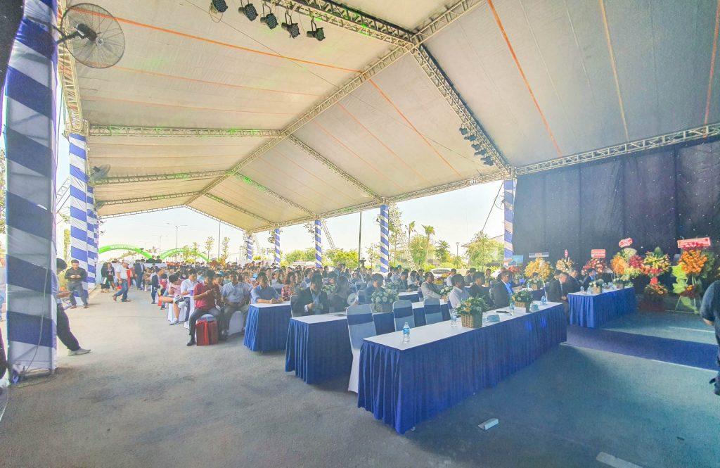 Đông đảo khách hàng đến tham dự lễ bàn giao sản phẩm của dự án Waterpoint