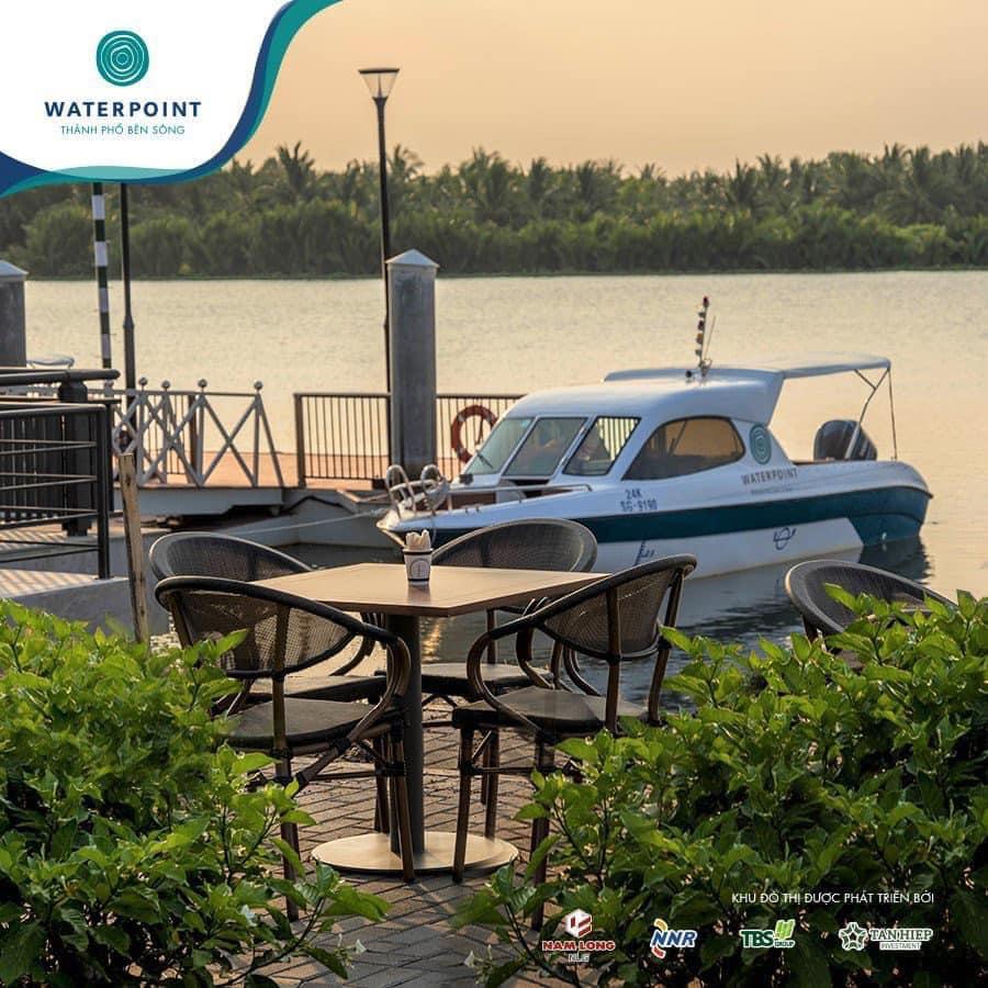 Ngay cạnh khu Coffee là bến du thuyền hạng sang Waterpoint